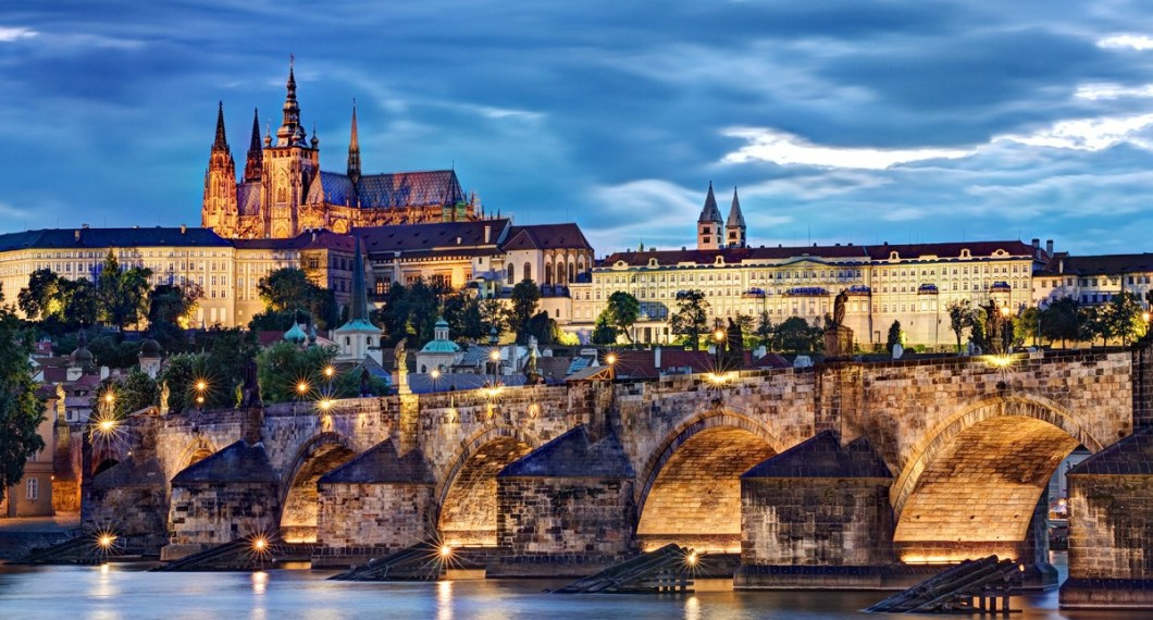 charles-bridge-and-prague-castle-at-night